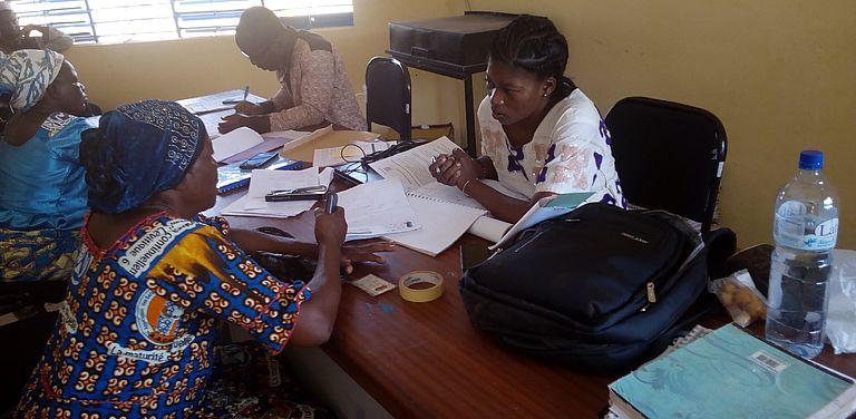 Frauen bekommen in Burkina Faso Unterstützung zur Unternehmensplanung