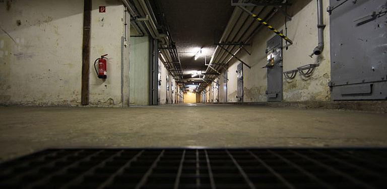 Zellengang im Keller des ehemaligen Stasi-Gefängnisses in Berlin-Hohenschönhausen. Foto: Gedenkstätte Berlin-Hohenschönhausen/Gvoon