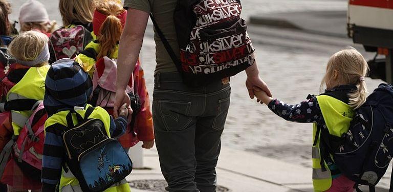 Bild von Kindergartenkindern zum Projekt Integration durch Vertrauen, Symbolbild: Colourbox