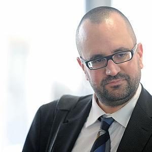 Professor Dirk Uffelmann