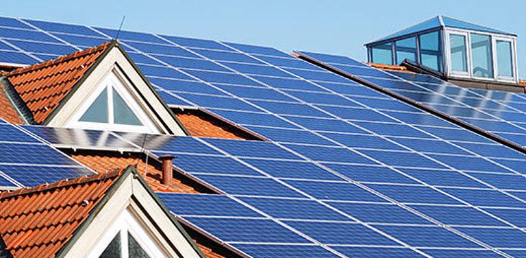 Bild einer Solaranlage auf dem Dach zum EU-Projekt EASY-RES