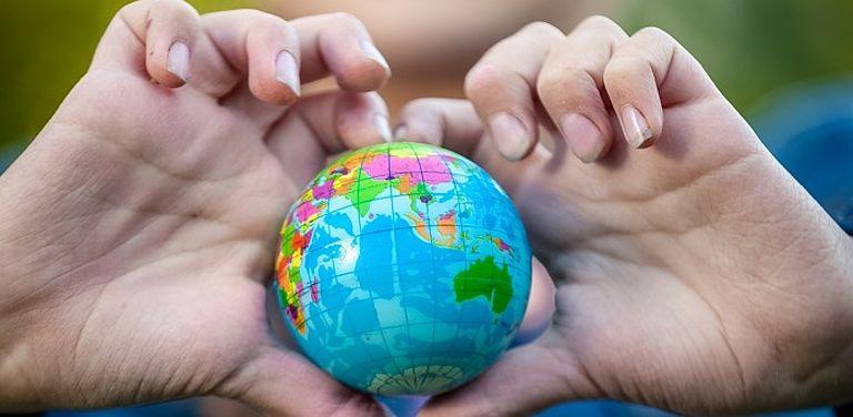 """Das Forschungsprojekt """"Umweltbildung/-erziehung"""" versucht, bei Schülerinnen und Schülern Bewusstsein für nachhaltige Entwicklung zu wecken. Symbolbild: Colourbox"""